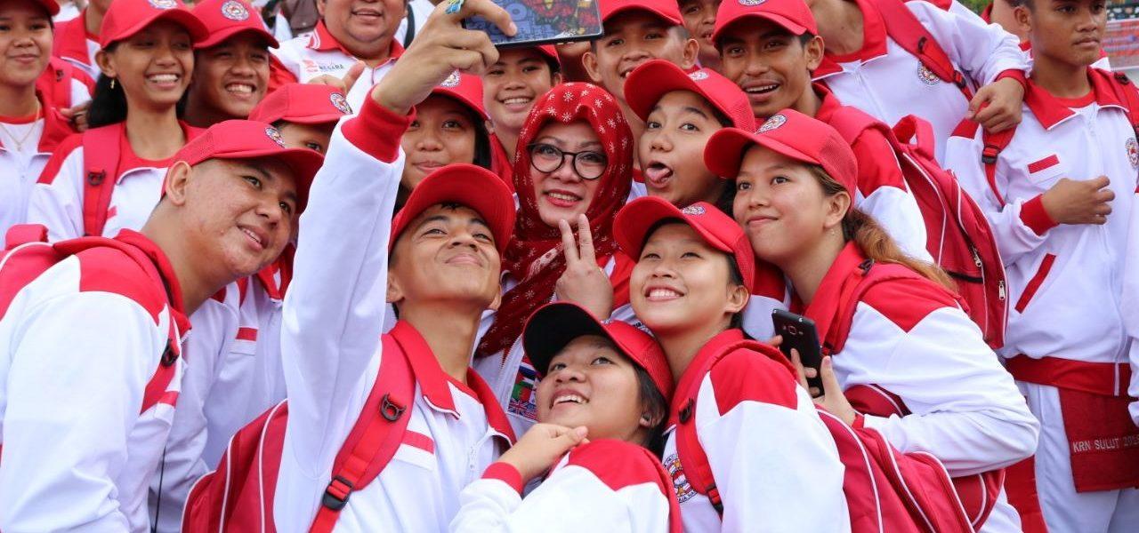 Tutut Soeharto Bersama Pasukan Utama Kirab Remaja Nasional